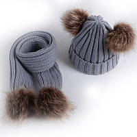 Зимняя шапка бини и шарф с помпонами из искусственного меха комплект 2 в 1 Сірий