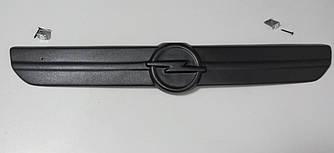 Зимняя накладка на решётку радиатора на Opel Vivaro 2001->2006 (глянцевая)