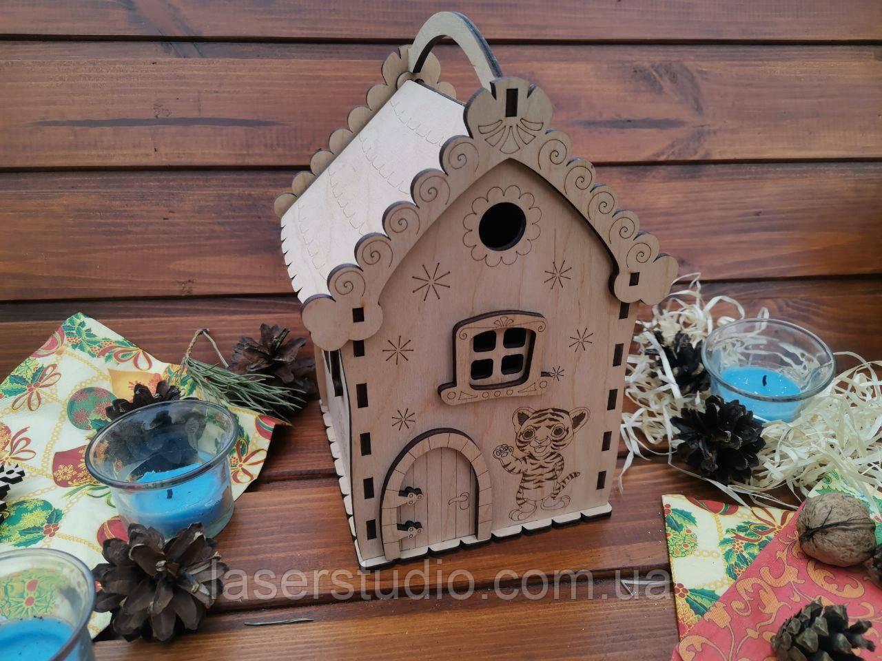 Новогодний домик для конфет с символом года из дерева.