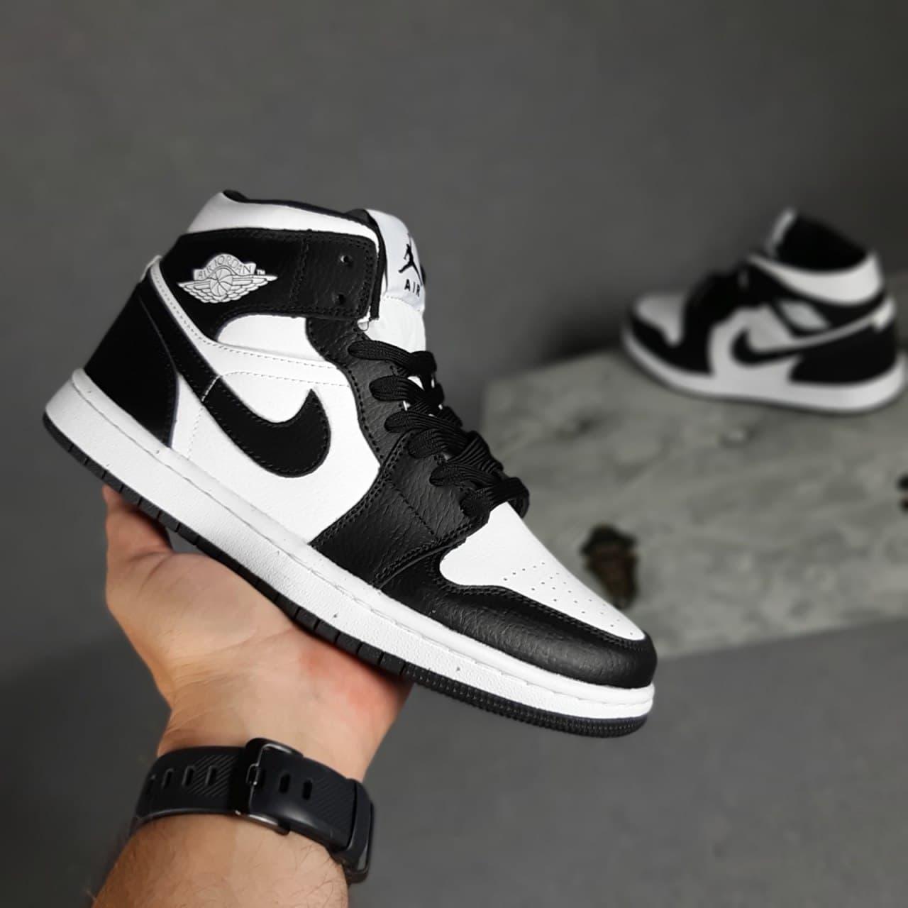 Жіночі кросівки Nike Air Jordan 1 (біло-чорні) О20440 якісні високі кроси