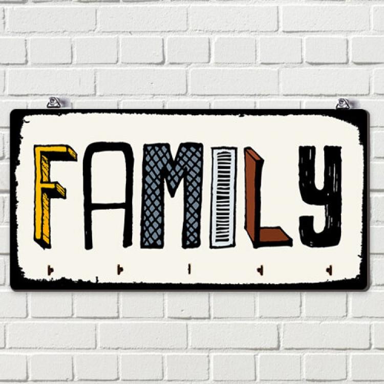 Ключниця настінна Родина