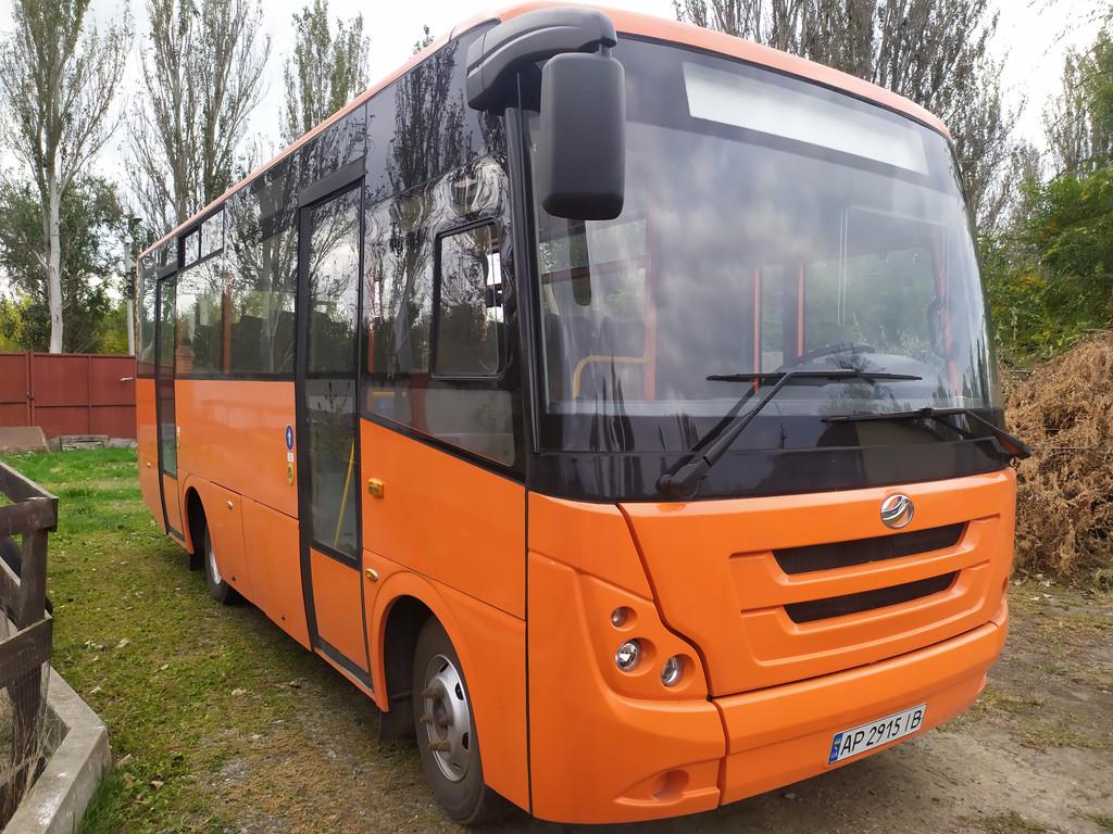 Производство и замена лобового стекла триплекс на автобусе ЗАЗ IVAN А08 в Никополе (Украина).
