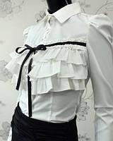 Блуза белая с горизонтальными рюшами