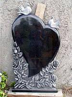 """Памятник из гранита """"Сердце, голуби и розы """""""