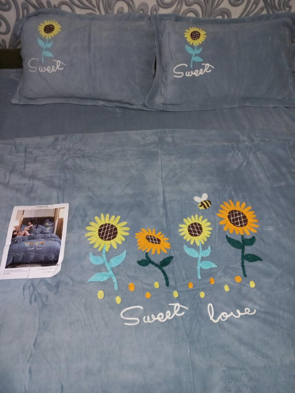 Велюровый Комплект постельного белья  однотонный Подсолнухи Серого цвета евро размер