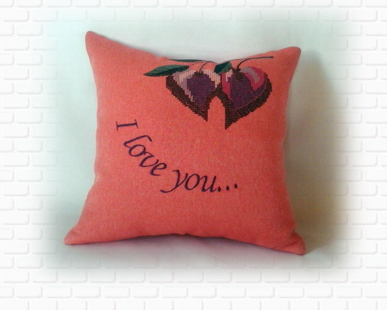 Подушка с сердечками-вишенками розовая