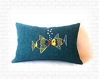 Подушка с влюбленными рыбками
