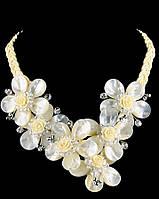 Белое ожерелье из перламутра
