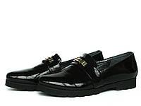 Туфли лоферы из черной лаковой кожи на рифленой подошве