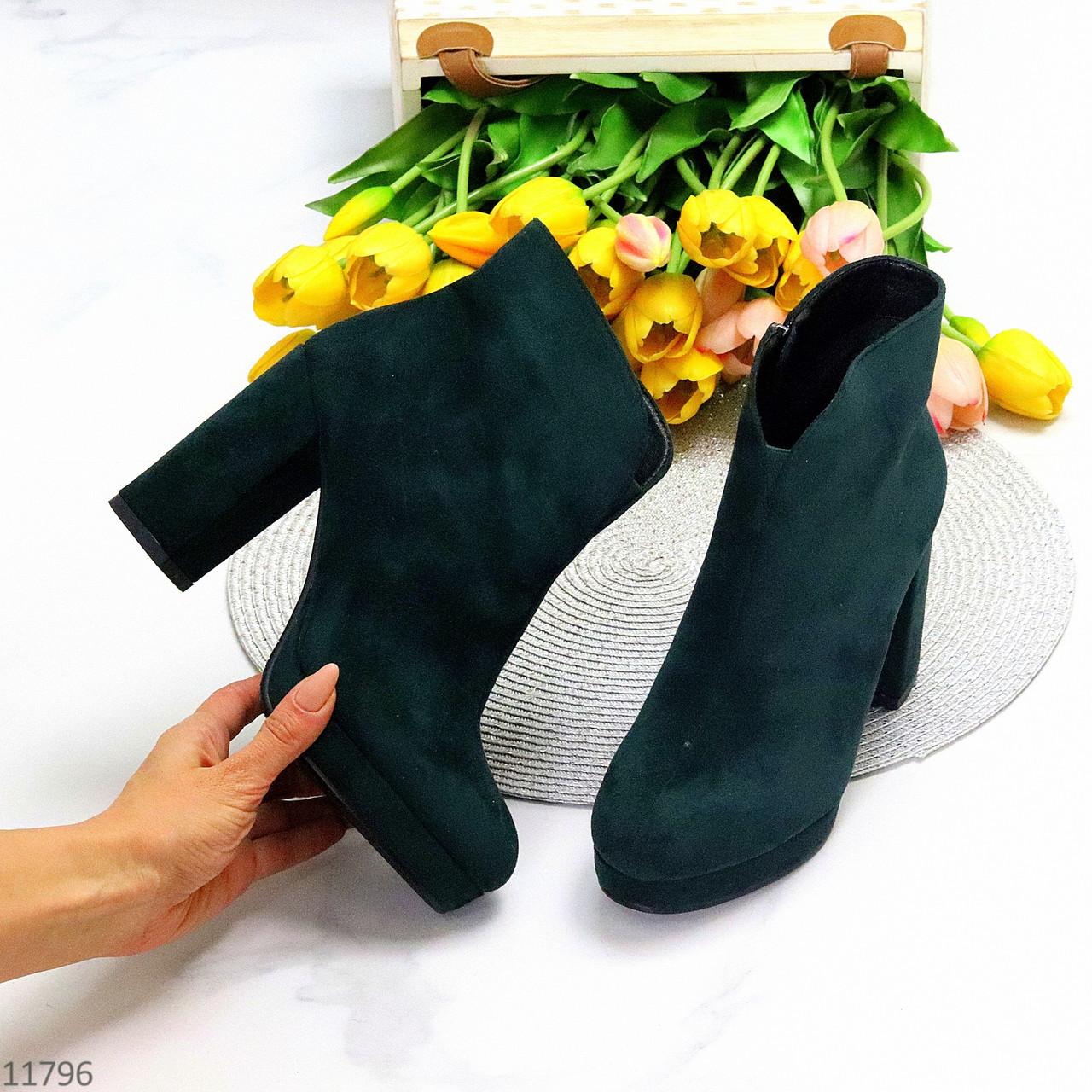 Изящные модельные темно зеленые изумрудные замшевые ботинки ботильоны