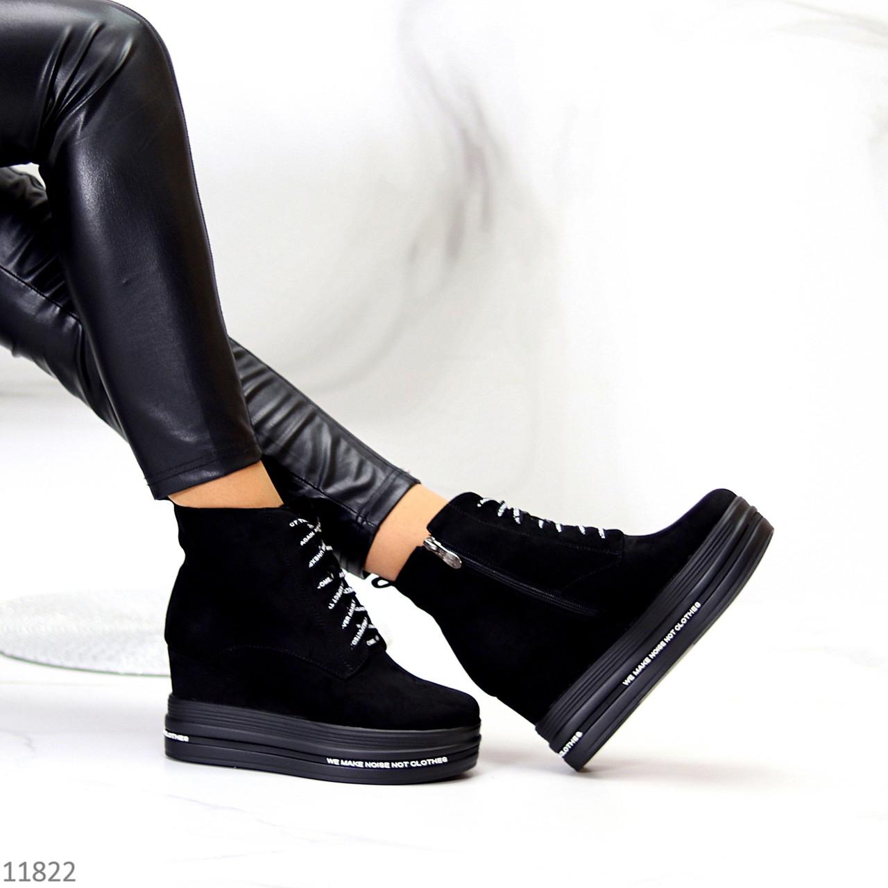 Модельные черные замшевые женские ботинки ботильоны на платформе танкетке