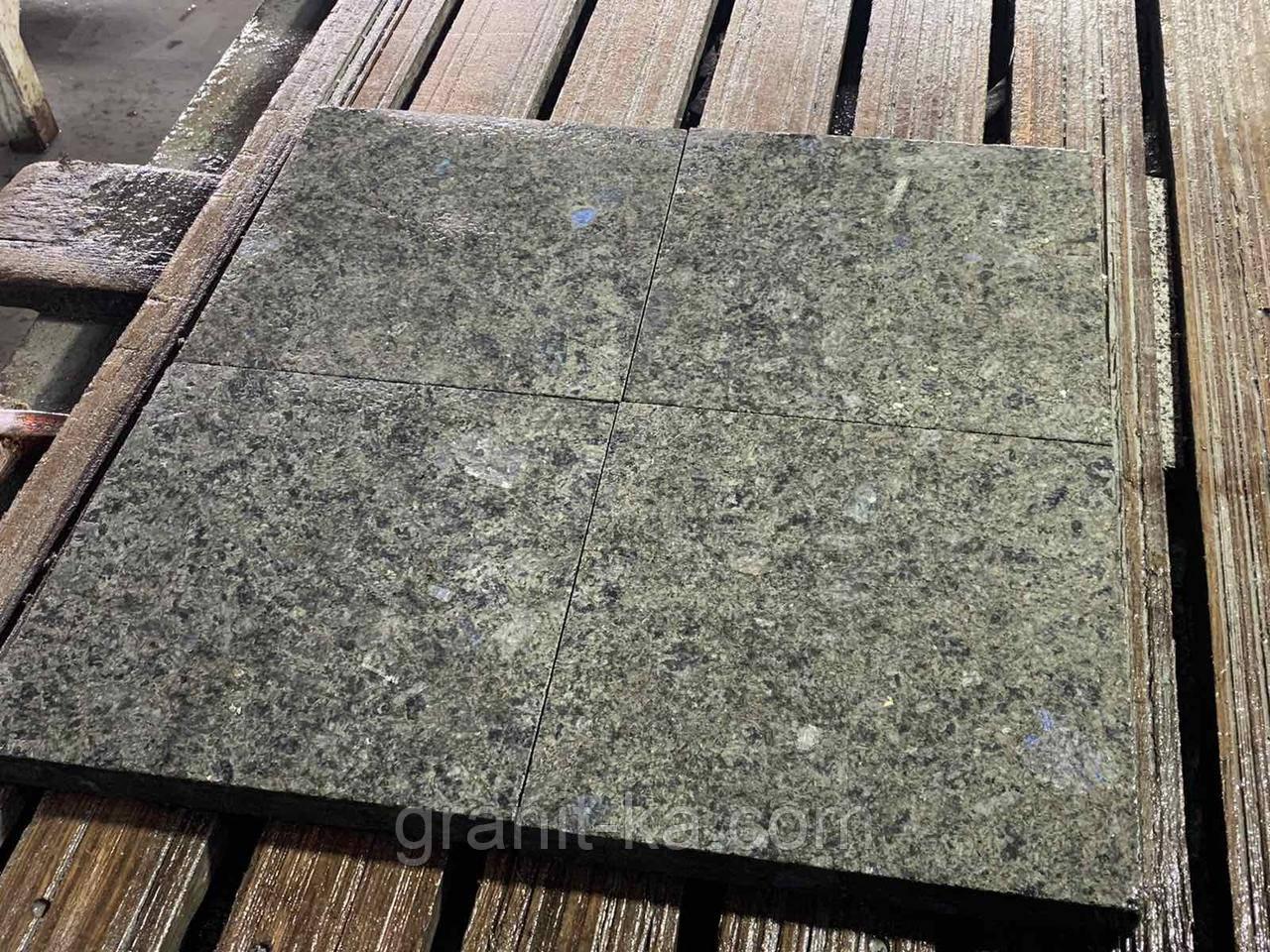 Лабрадорит плитка 30х30х3см термо