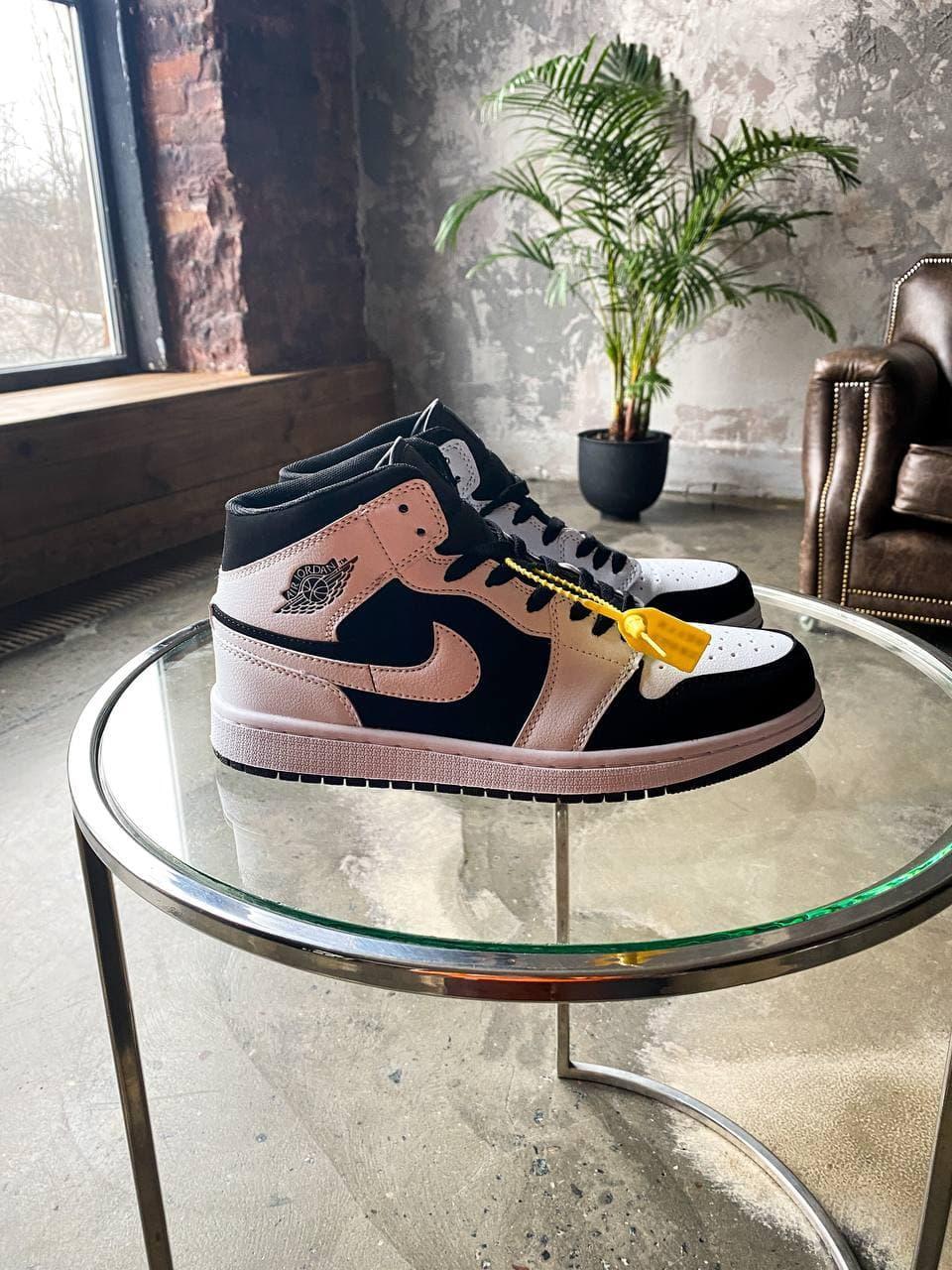 Жіночі кросівки Nike Air Jordan 1 Mid White Black Tuxedo (білі з чорним) К3322 високі молодіжні кроси