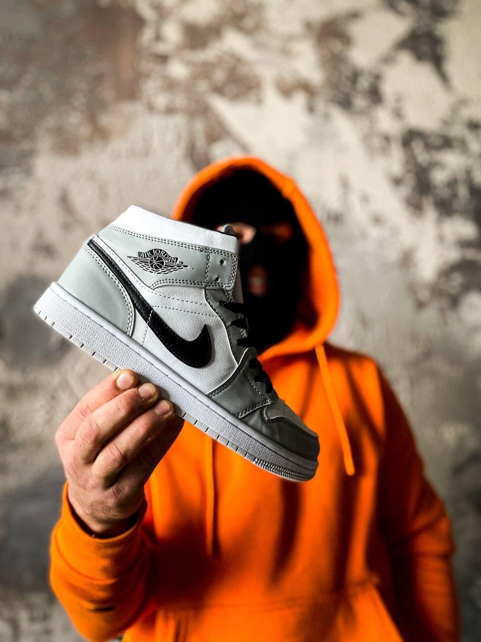 Жіночі кросівки Nike Air Jordan 1 Mid Light Smoke Grey (сірі з білим) К3325 високі молодіжні кроси
