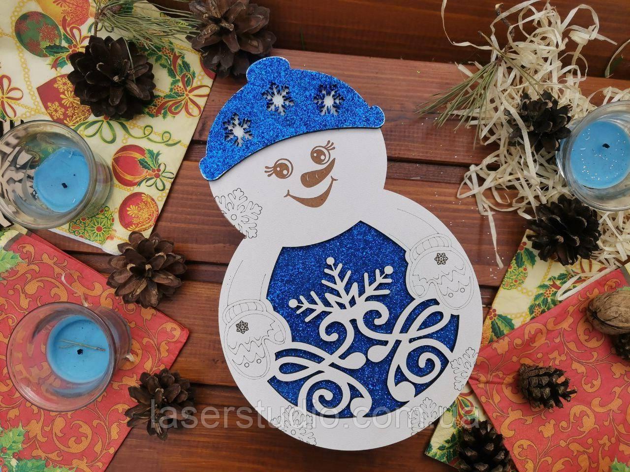 Подарункова коробка Сніговик з глітерною підложкою