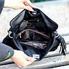 Елегантна чорна міська жіноча сумка кисет із зручною ручкою, ремінь через плече, фото 8