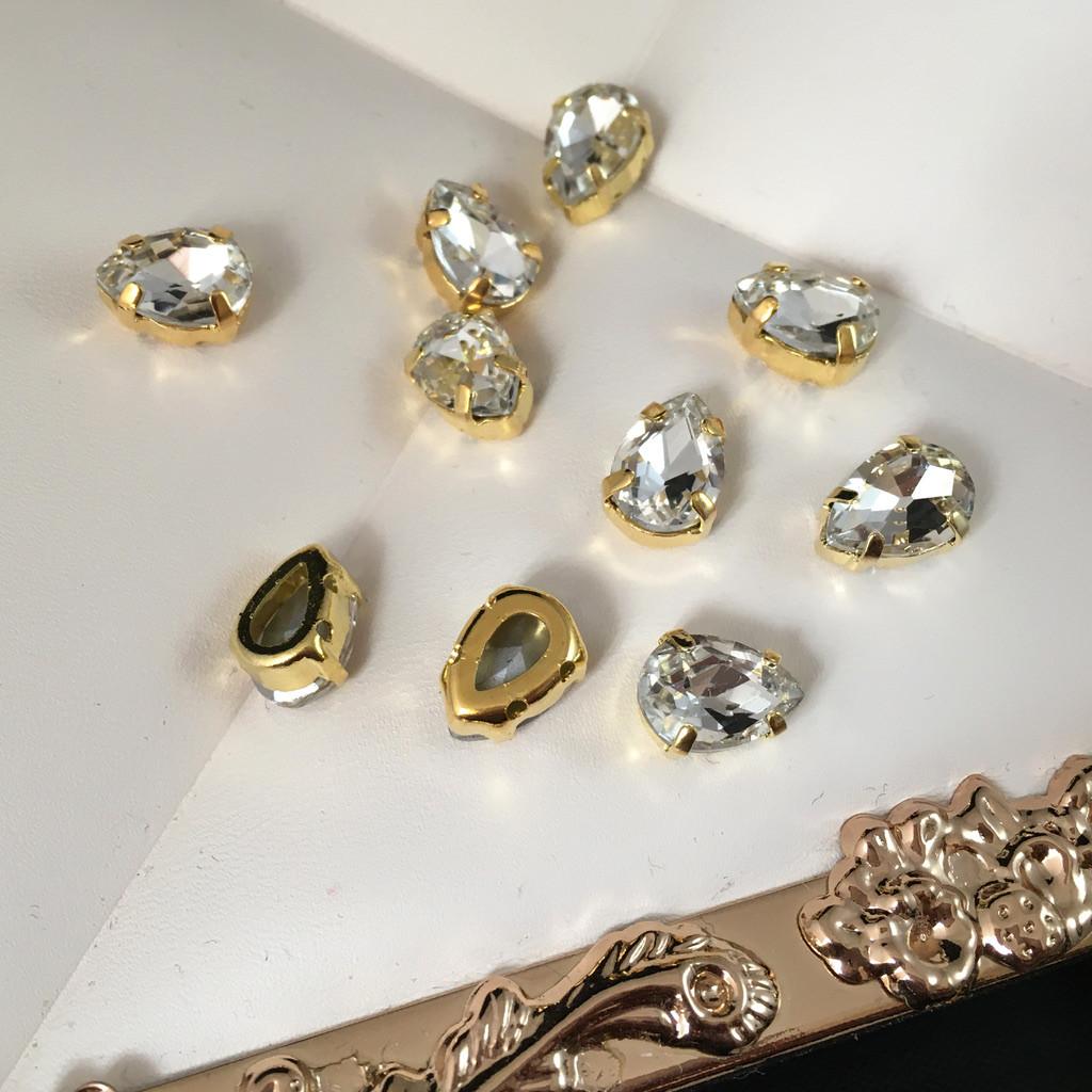 Кристали в оправі. Крапля 7х10 мм. Прозорий (класичний). Колір оправи: золото. Ціна за 1 шт.
