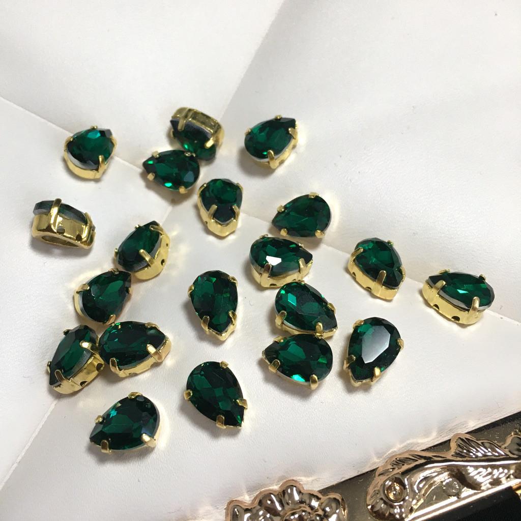 Кристали в оправі. Крапля 7х10 мм. Зелений (класичний). Колір оправи: золото. Ціна за 1 шт.