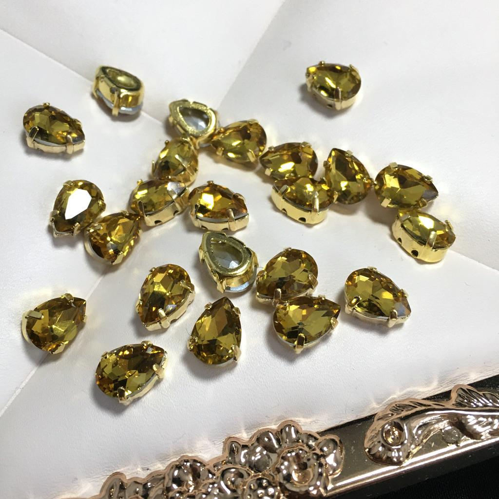 Кристаллы в оправе. Капля 7х10 мм. Желтый (классический). Цвет оправы: золото. Цена за 1 шт.