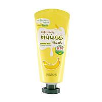 Легкий банановый крем-молочко для рук WELCOS Banana Milk Hand Cream, 60 мл