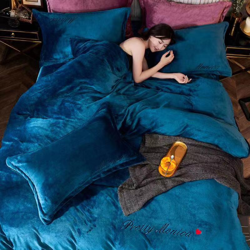 Велюровий Комплект постільної білизни Моніка євро розмір Синього кольору