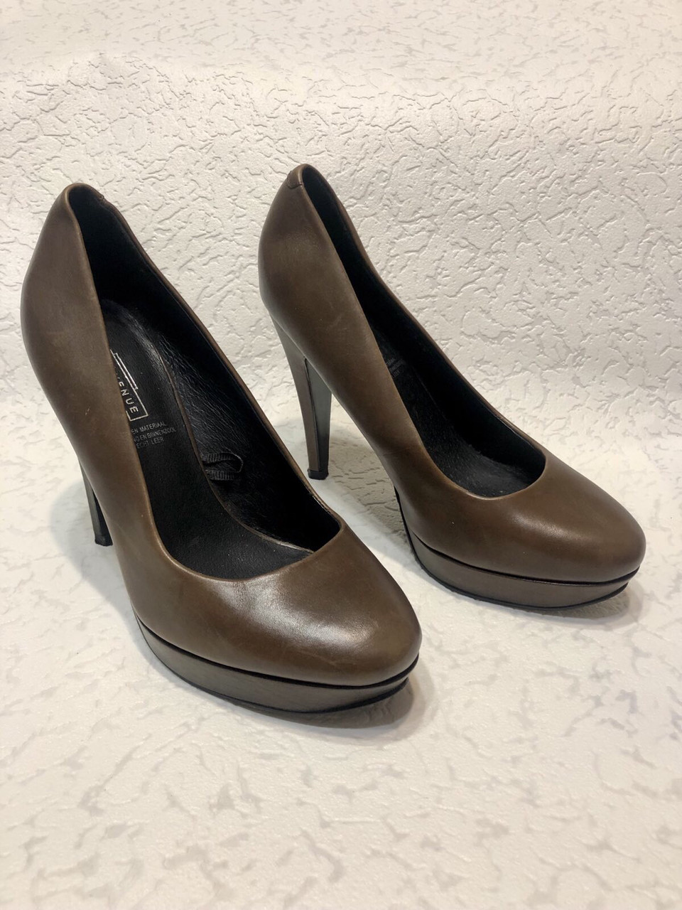 Кожаные женские туфли на высоком каблуке и танкетке
