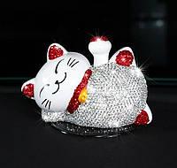 Декоративна щаслива кішечка в стразах для салону автомобіля + нековзний килимок для неї