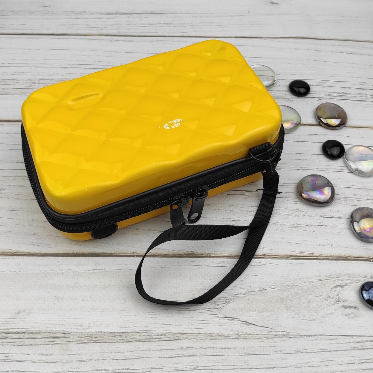 Сумка-косметичка 6312 (желтая) пластиковая через плечо (175*105*57 мм) Уценка