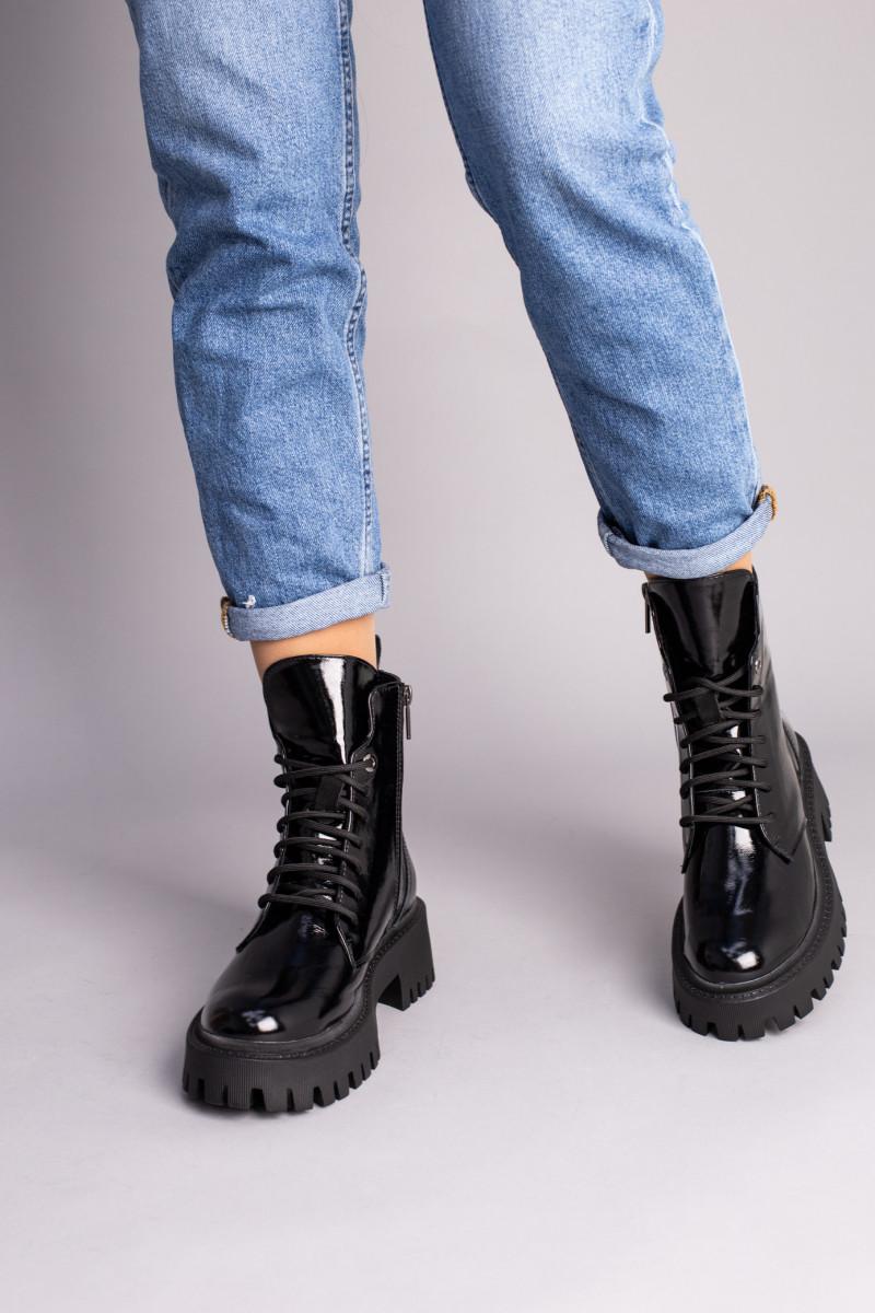 Ботинки женские кожа наплак черного цвета на черной подошве