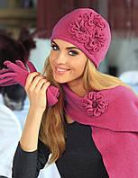 Красивая стильная оригинальная шапка, украшенная цветами в тон, от Kamea -  Ofelia