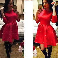 Женское клешное платье с бусинами