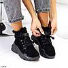 Модні жіночі чорні замшеві зимові черевики на невисокій платформі, фото 9