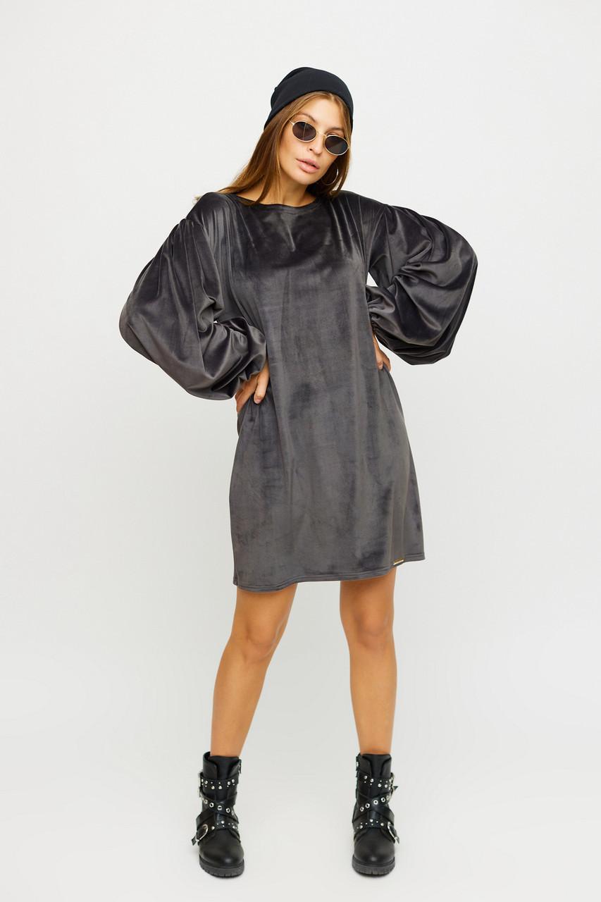 Короткое свободное велюровое серое платье