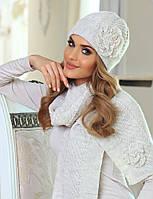 Красиво связанная элегантная шапочка с милым украшением в виде цветка от Kamea - Emma