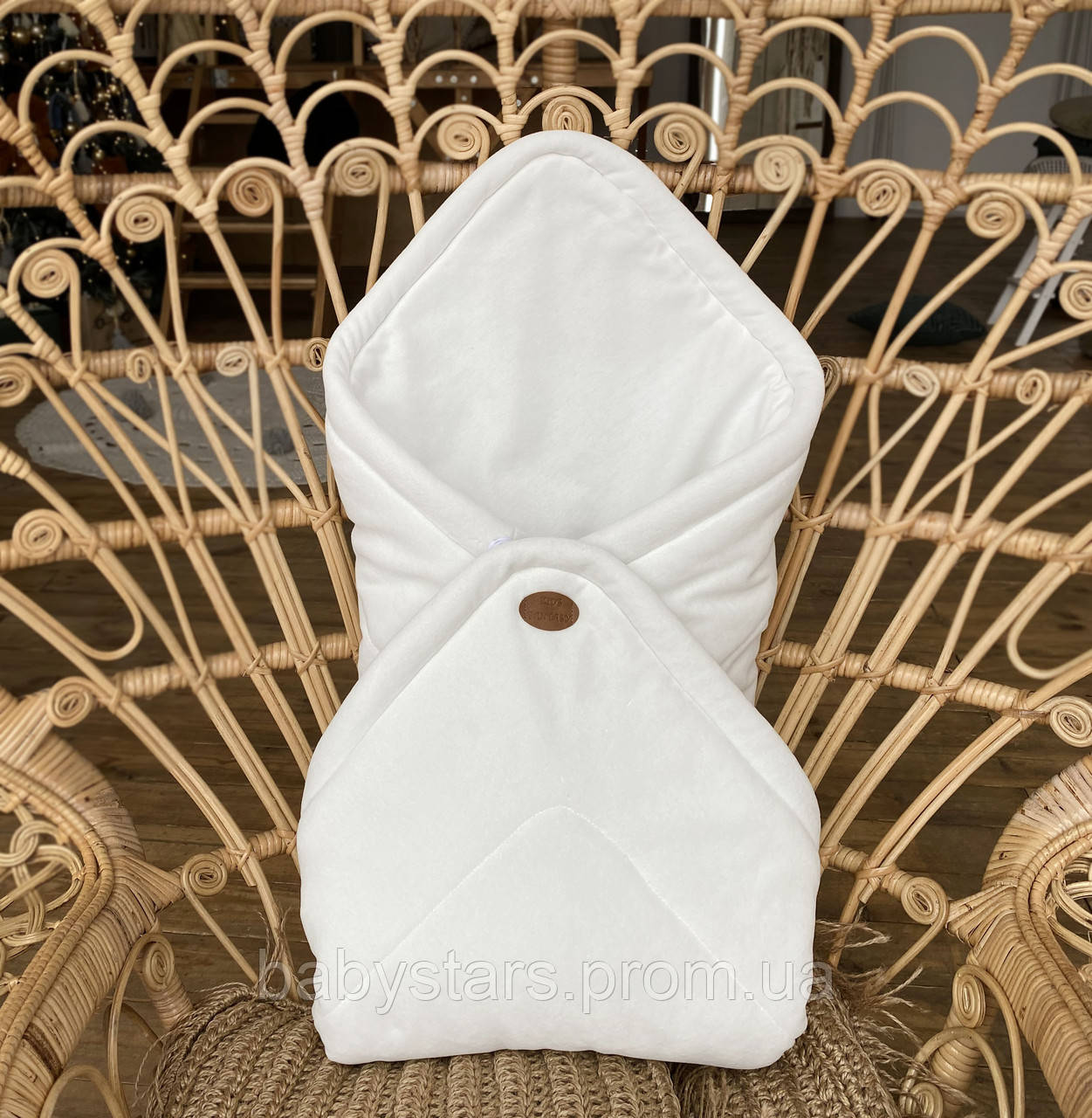Белый велюровый конверт для новорожденного деми