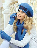 Мягкий берет, украшенный гипюровой лентой с россыпью страз, и шарф от Kamea - Emanuela