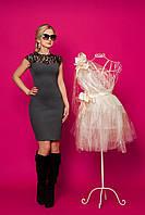 Элегантное облегающее платье из итальянского трикотажа со вставками гипюра