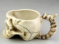 Кружка Череп з кістками бежева, фото 3