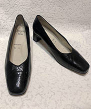 Кожаные женские туфли на маленьком каблуке 40 р