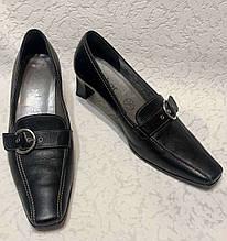 Кожаные женские туфли на маленьком каблуке 36 размера