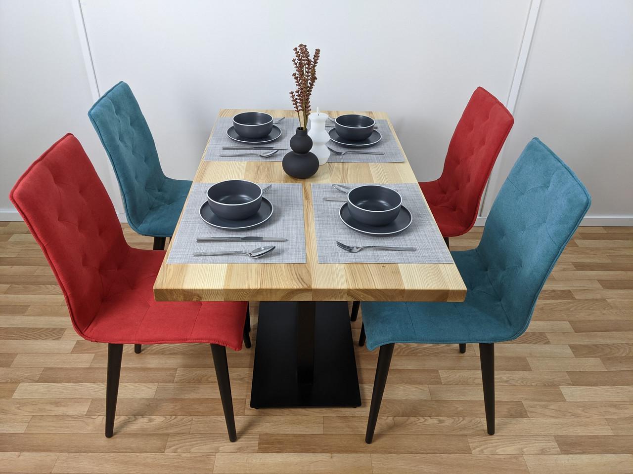 Дерев'яний стіл для кафе