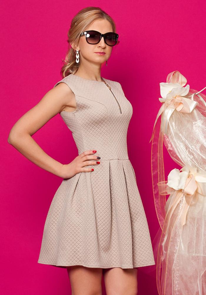 Платье пудрового цвета короткое