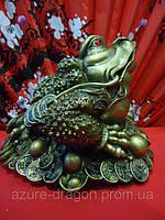 Статуэтка жаба  по фен-шуй трёхлапая на деньгах