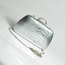 Вечірній клатч срібло бокс з ланцюжком красива міні сумочка маленька випускна клатч сріблястого кольору