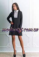 Черное офисное платье с белой вставкой и с воротником