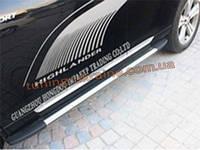 Стильные боковые пороги оригинал на Toyota Highlander 2010-14