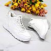 Актуальні молодіжні білі жіночі кросівки на блискавці на флісі, фото 2