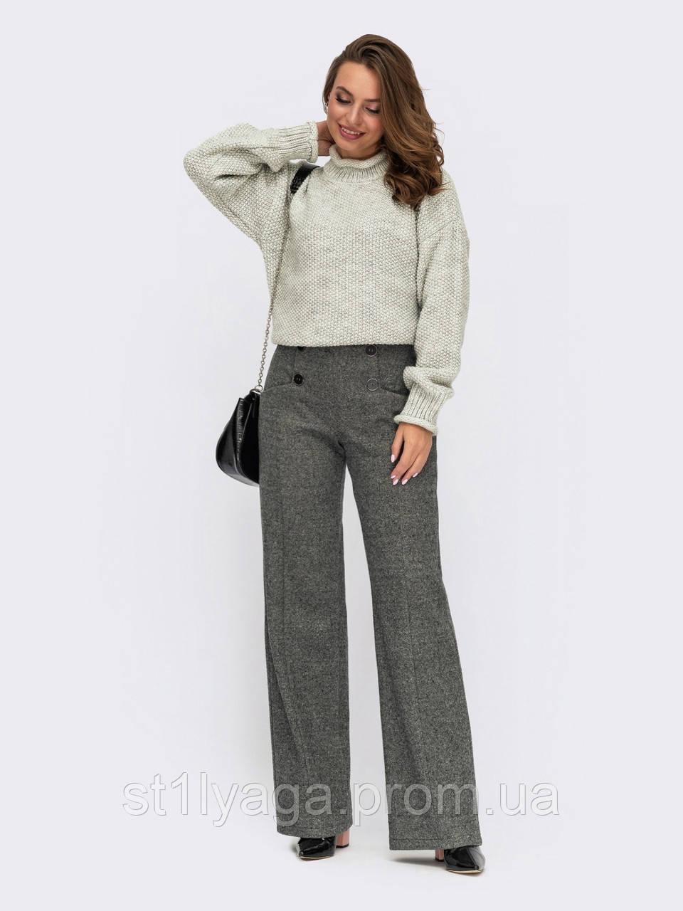 Серые брюки прямого кроя из жаккарда с карманами