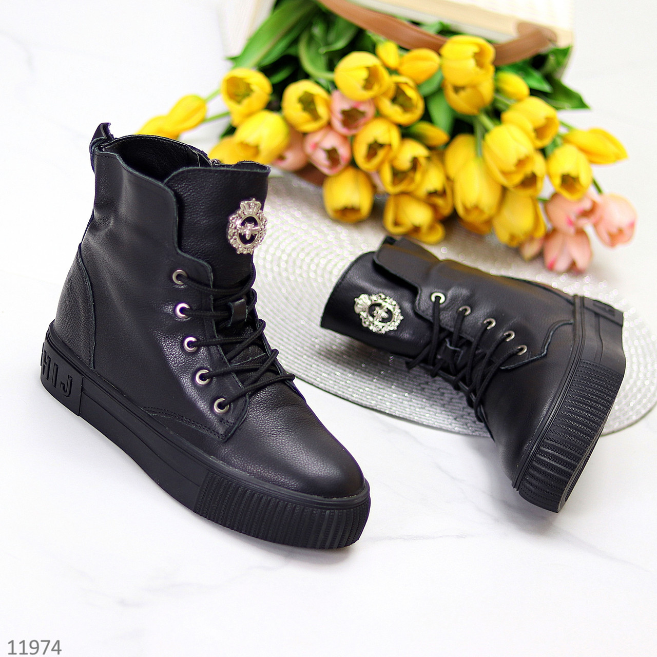 Модельные теплые черные кожаные женские ботинки натуральная кожа низкий ход