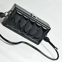 Чорний лаковий вечірній клатч з ручкою жіноча випускна міні сумочка клатч бокс до вечірньої сукні